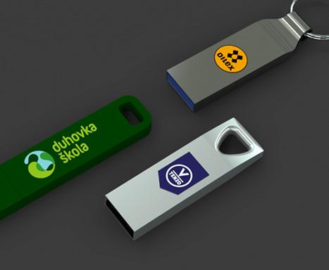 plastové a kovoé flashky s barevným tiskem loga