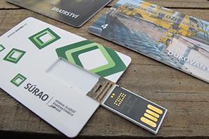 Flashka_ve_tvaru _kreditni_karty